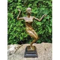 Statulėlė Art Deco stiliaus - Čarlstono šokėja. Autorius D.H.Chiparus. Bronza, marmuras. Svoris 3,3 kg. Reprodukcija, pagaminta Vokietijoje. Originalas muziejuje. Kaina 2387