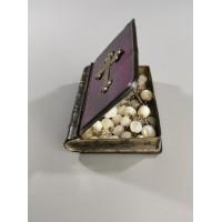 Dėžutė-knyga su rožančiumi, antikvarinė. Kaina 33