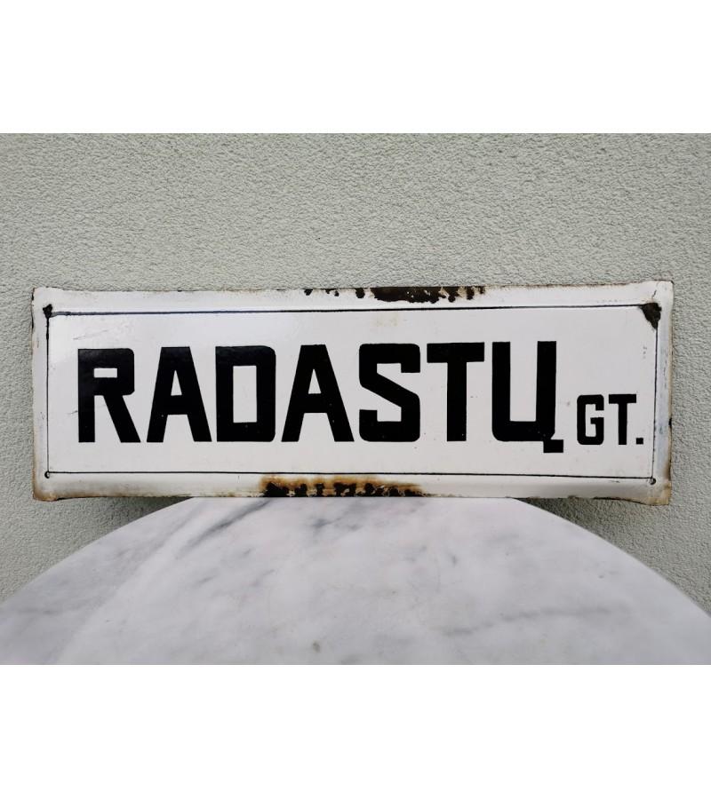 Iškaba, lentelė, emaliuotas tarybinių laikų gatvės pavadinimas. RADASTŲ GT. Kaina 33