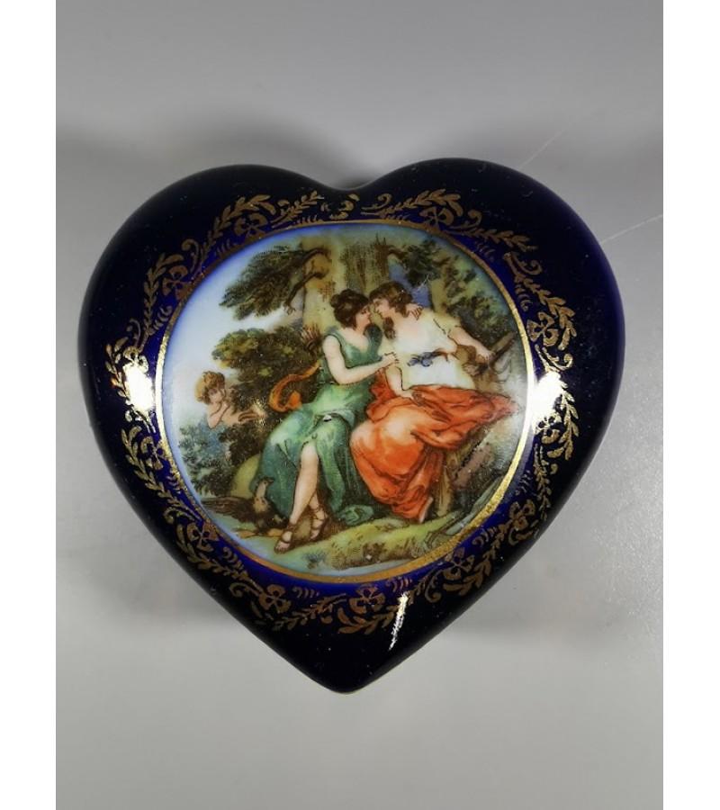 Dėžutė širdelė porcelianinė. Kaina 16