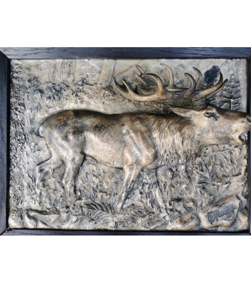 Bareljefai reljefiniai, antikvariniai. Briedžiai. Autorius Oscar Pflug, 1900 m. Vokietija. Bronza, originalūs rėmai. Kaina 268 už abu.