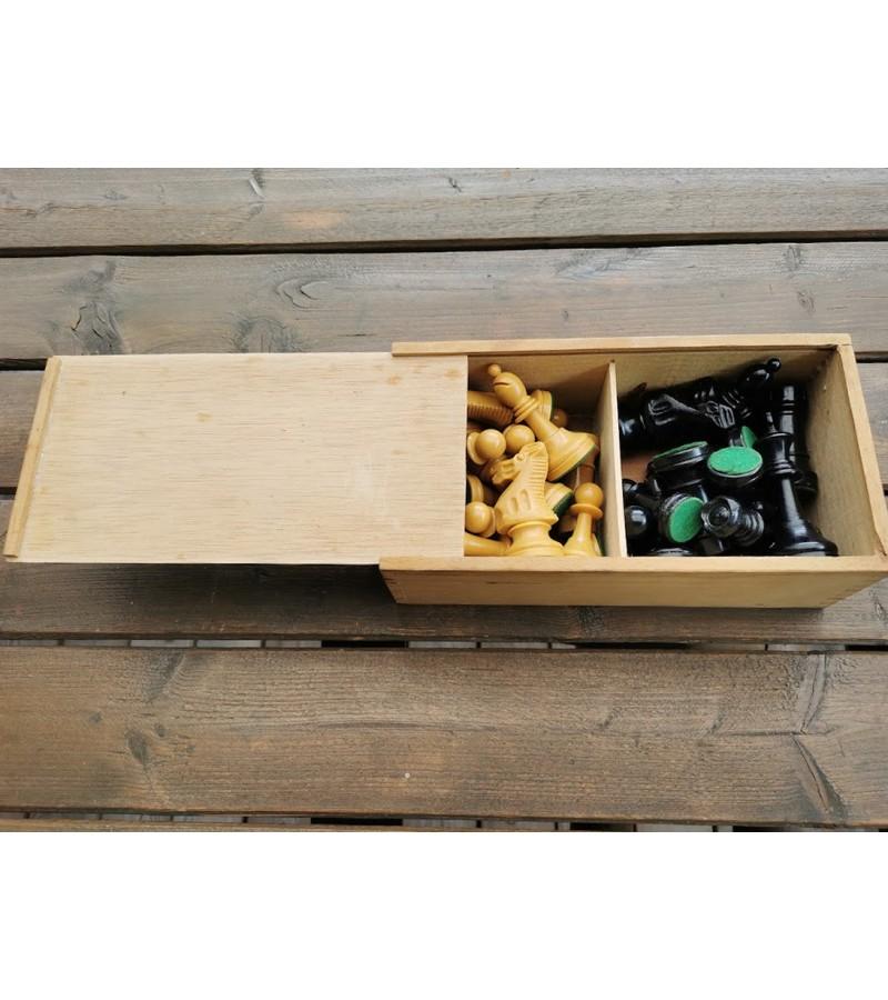 Šachmatai mediniai, medinėje dėžutėje, vintažiniai. Kaina 53