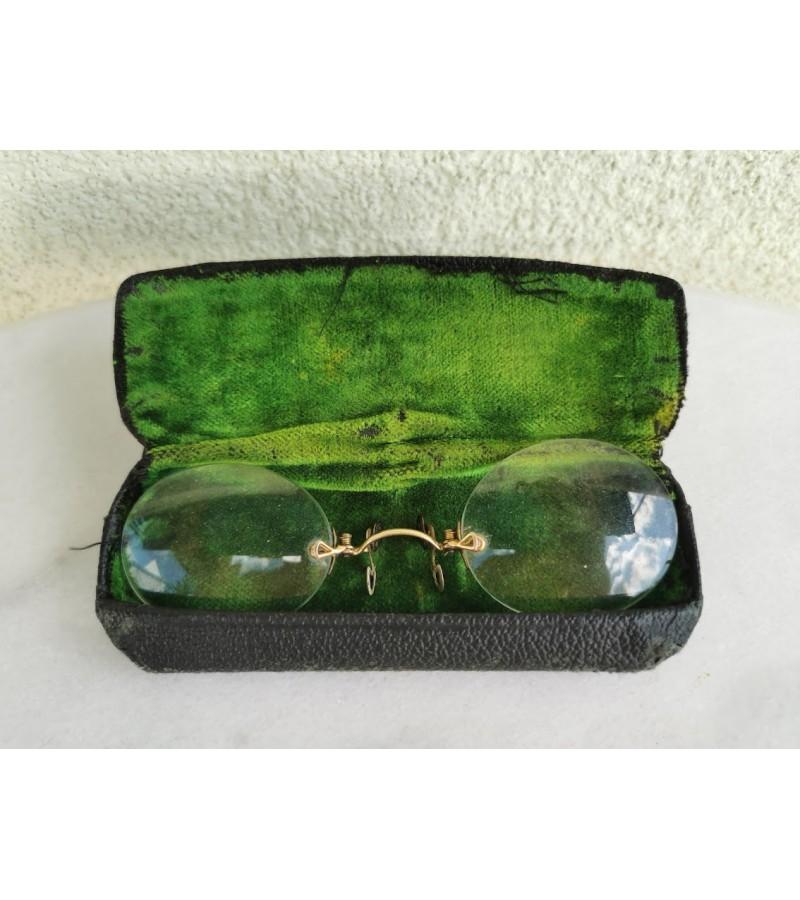Pensne akiniai antikvariniai, auksuoti, dėžutėje. Kaina 68