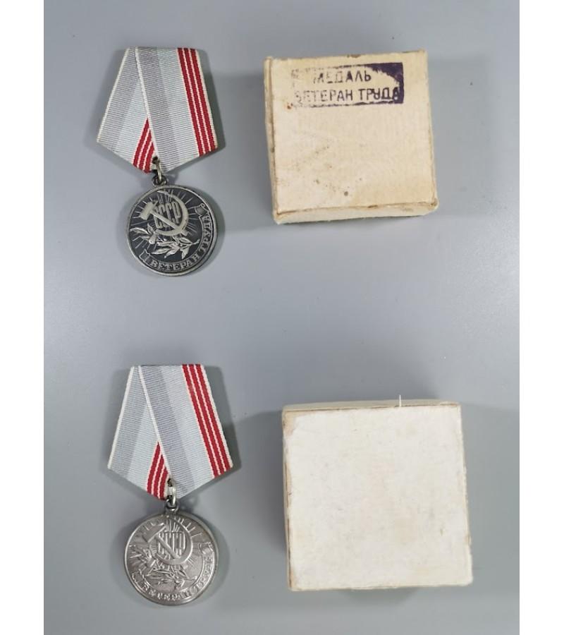 Medaliai su dėžutėmis Darbo veteranas, tarybiniai, sovietinių laikų. 2 vnt. Kaina po 11