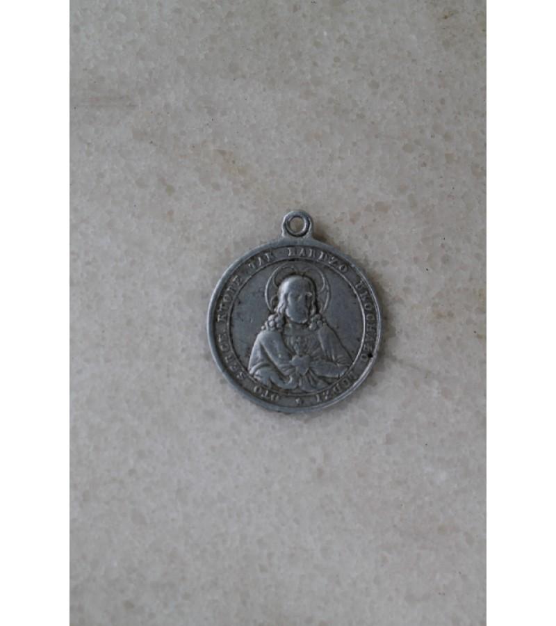Medalionas religinis. Kaina 11 Eur.