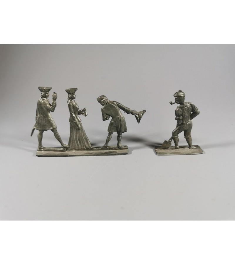 Alavinės figūrėlės, kolekcinės, antikvarinės. Išlikusi etiketė: Vogel Rein Zinn. Vokietija. Kaina 32 už abi.