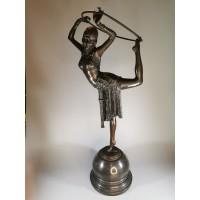 Statula Dancer with ring, Autorius Demetre Chiparus (1886-1947), 1928 m. Art Deco stiliaus. Bronza, akmuo, svoris 5,4 kg. Kaina 368
