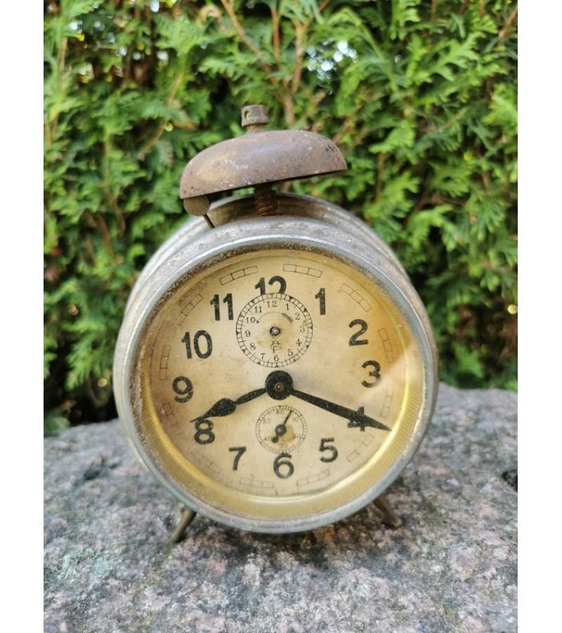 Laikrodis antikvarinis, tarpukario laikų. Kaina 18