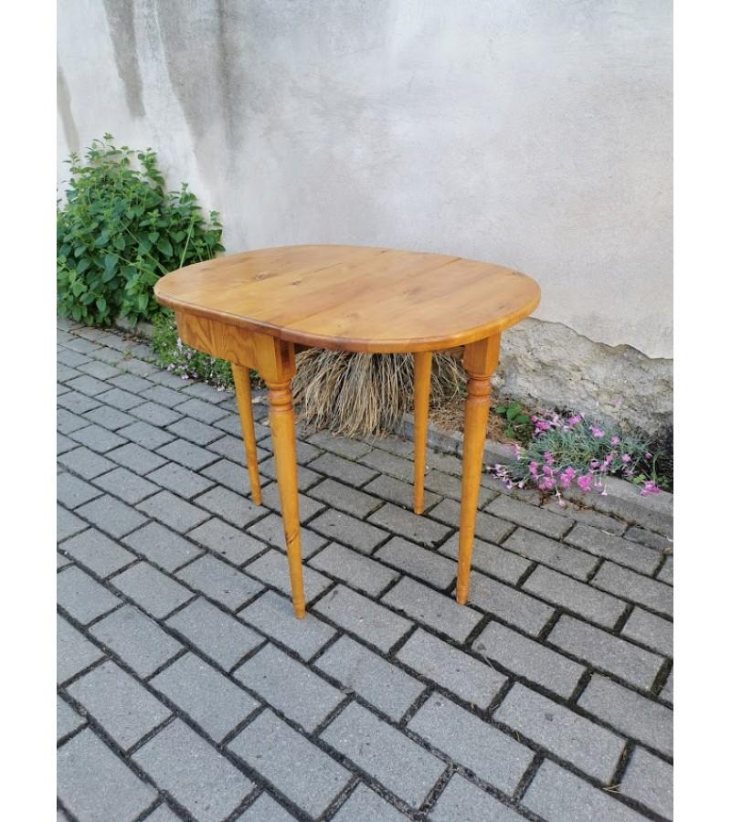 Konsolė - staliukas, prailginamas, medinis, antikvarinis. Tvirtas ir stabilus. Kaina 78