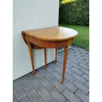 Staliukas-konsolė prailginamas, medinis, antikvarinis. Tvirtas ir stabilus. Kaina 78