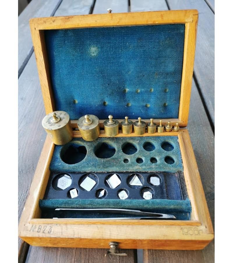 Svareliai medinėje dėžutėje, tarybiniai, 1956 m. Kaina 28