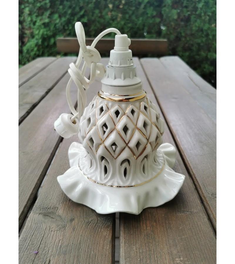 Šviestuvas porcelianinis, pakabinamas. Kaina 28