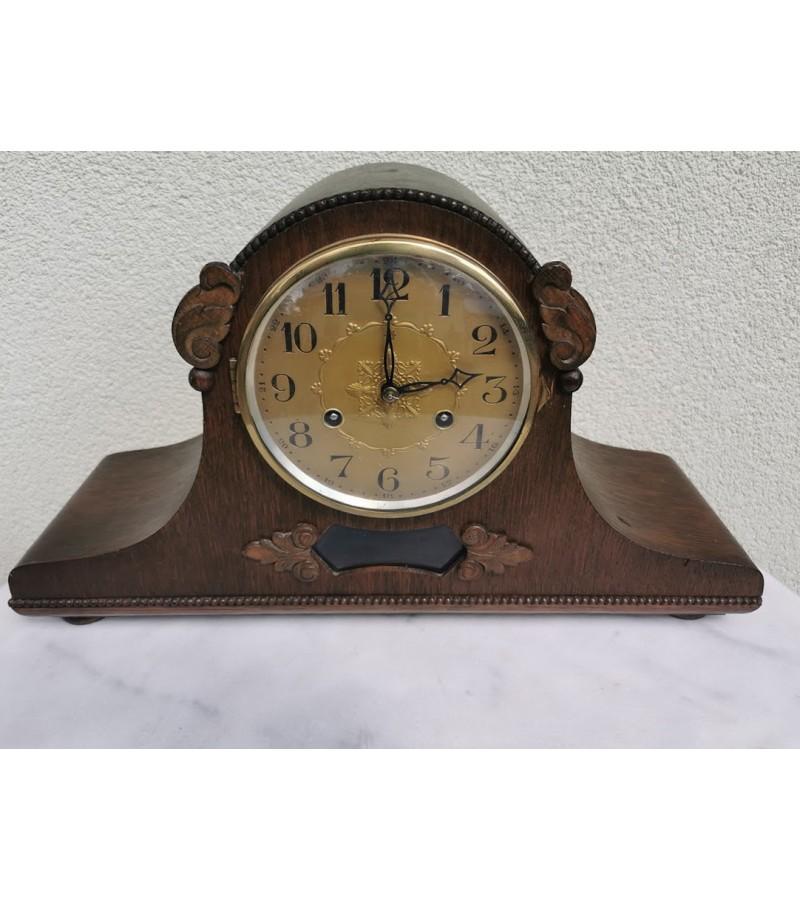 Laikrodis židinio, pastatomas, antikvarinis. Veikiantis. Kaina 187