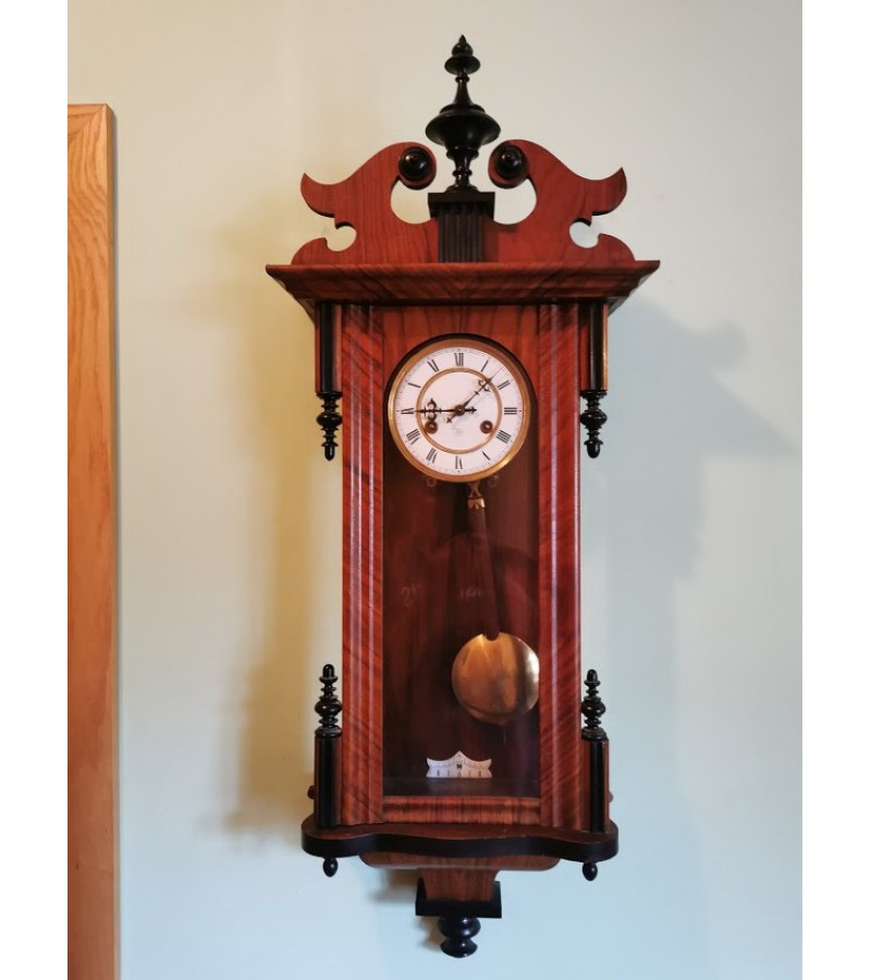 Laikrodis Junghans antikvarinis, porcelianiniu ciferblatu. Kaina 228