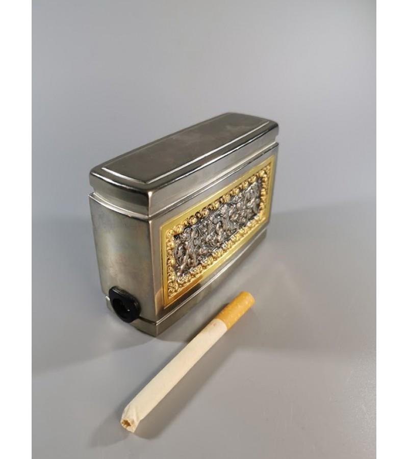 Cigarečių dėtuvė metalinė reljefiniu piešiniu, vintažinė. Kaina 53