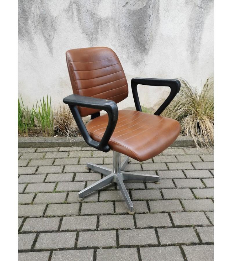 Kėdė darbo kambario, vintažinė, vokiška. Tvirta ir stabili. Kaina 187