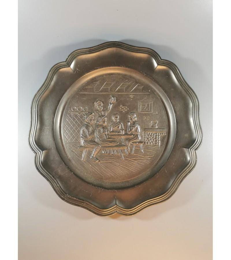 Bareljefas, alavinė lėkštė. Kaina 16 Eur.