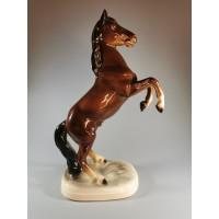 Statulėlė porcelianinė Žirgas, arklys pašokęs. Katzhütte. Vokietija (GDR). 1958. REZERVUOTA