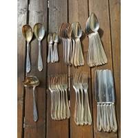Stalo įrankiai Art Deco stiliaus, antikvariniai, sidabruoti. Kaina 3 eur už vnt.