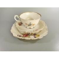 Puodelis su lėkštutėmis porcelianiniai. Talpa 150 ml. Kaina 12