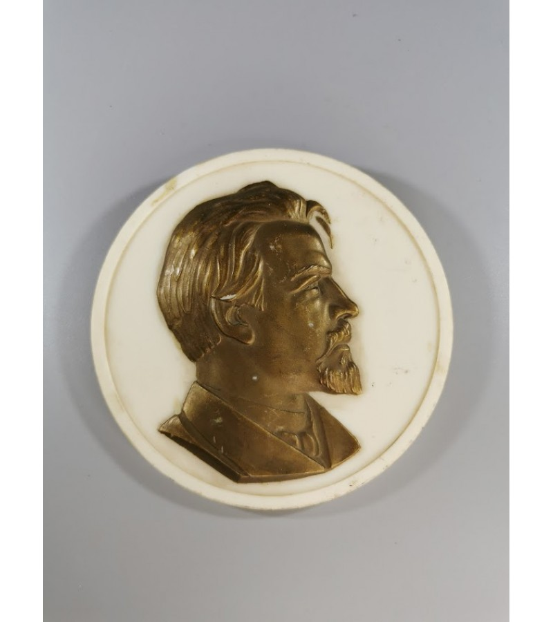 Plaketė tarybinių laikų. Reljefinė bronza, plastmasė. Kaina 23