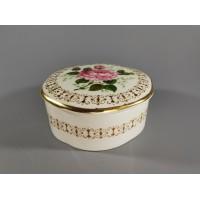 Dėžutė porcelianinė. Anglija. Kaina 13