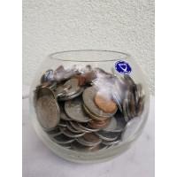 Monetos antikvarinės stiklinėje vazoje. Svoris 2,5 kg. Kaina 23 už viską.