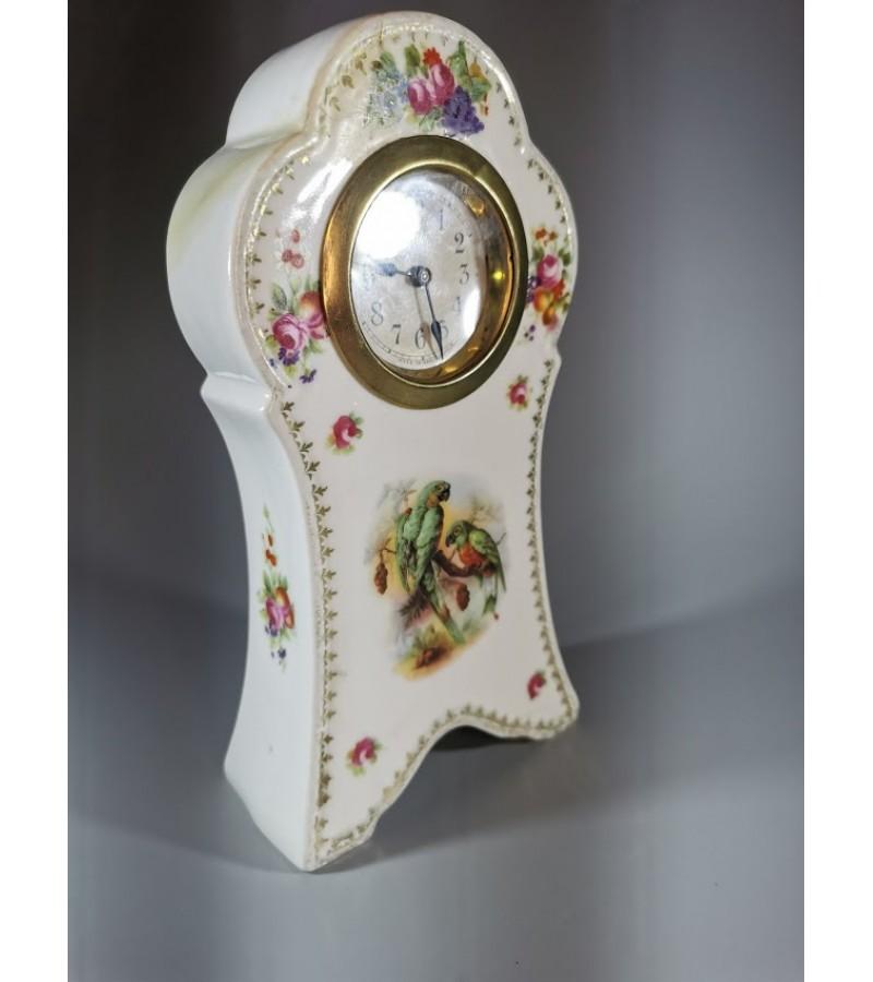Laikrodis porcelianinis, antikvarinis. Veikiantis, patikrintas laikrodininko. Kaina 52