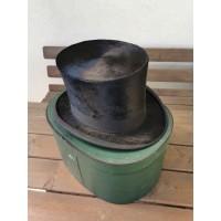 Cilindras (skrybėlė), antikvarinis. Originali dėžė bei priežiūros priemonės. Kaina 107 už viską.