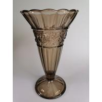 Vaza stiklinė, antikvarinė, puošta reljefinėmis gėlėmis. Aukštis 28 cm. Kaina 63