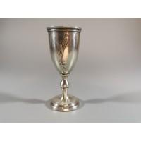 Taurelė, stikliukas ant kojelės sidabrinis. Praba 875. Tarpukaris. Svoris 16,5 gr. Kaina 63