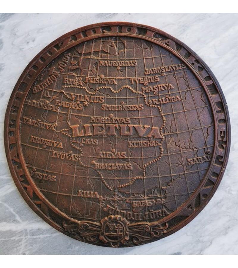 Bareljefas Lietuvos žemėlapis, variuotas aliuminis. Kaina 32