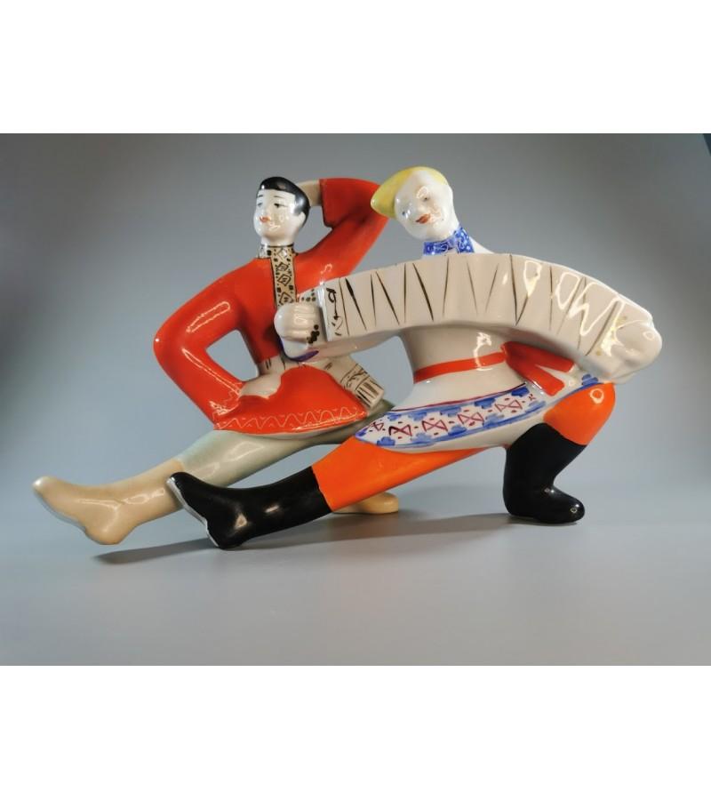 Statulėlė porcelianinė Šokanti pora. Kaina 53