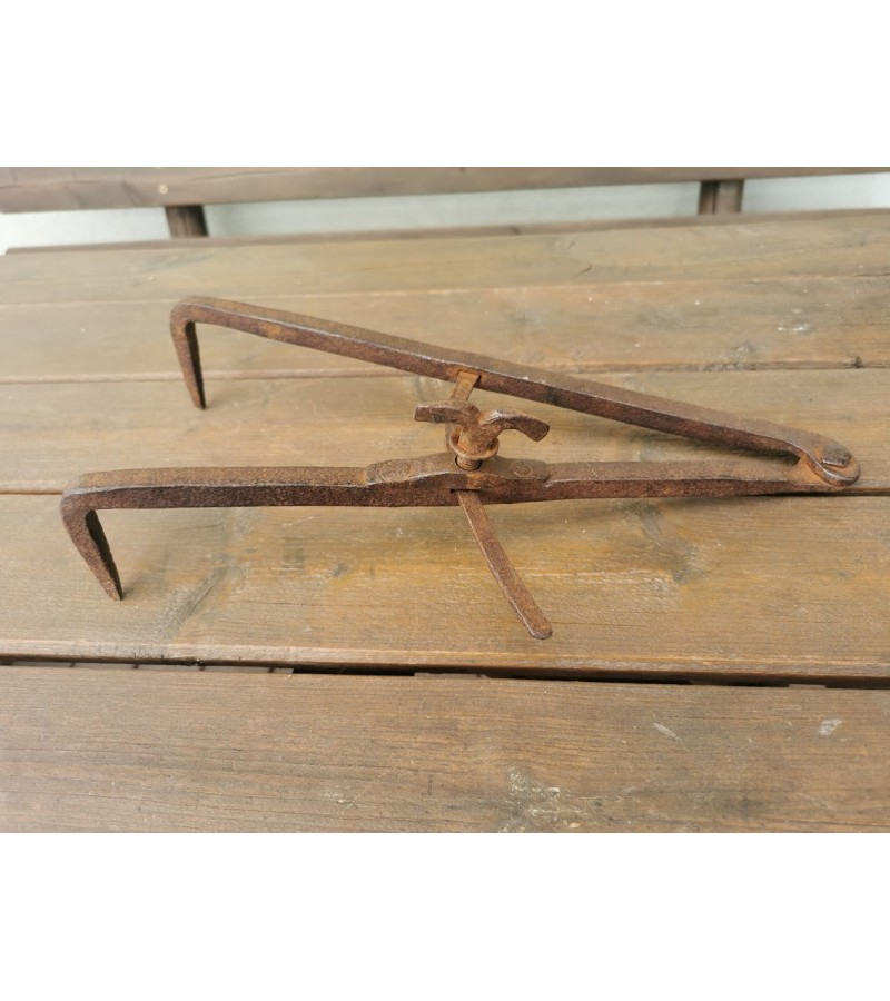 Įrankis kaltinis, antikvarinis, rastų storiui matuoti. Ilgis 35 cm. Kaina 33