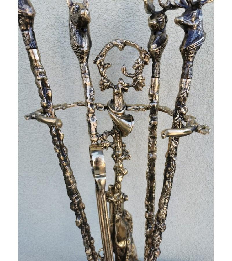 Židinio įrankiai su stovu, bronziniai, medžioklės motyvais. Prancūzija. Kaina 187