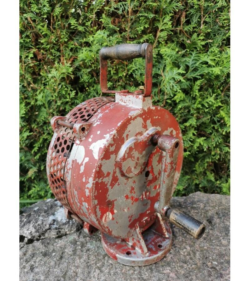 Sirena mechaninė, veikianti. 1966 m. Kaina 238