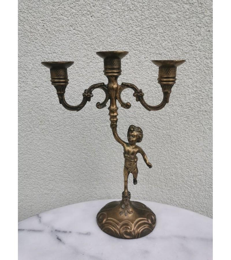 Žvakidė metalinė, bronzuota, antikvarinio stiliaus, trijų žvakių. Kaina 13