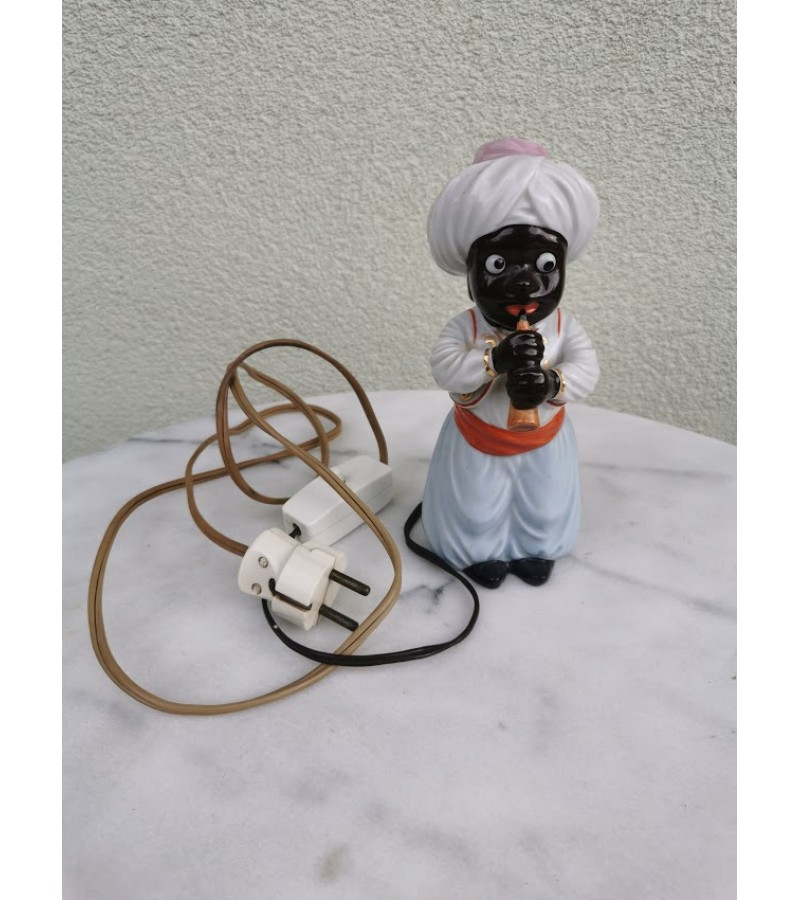 Šviestuvas antikvarinis, porcelianinis. Veikiantis. Kaina 73