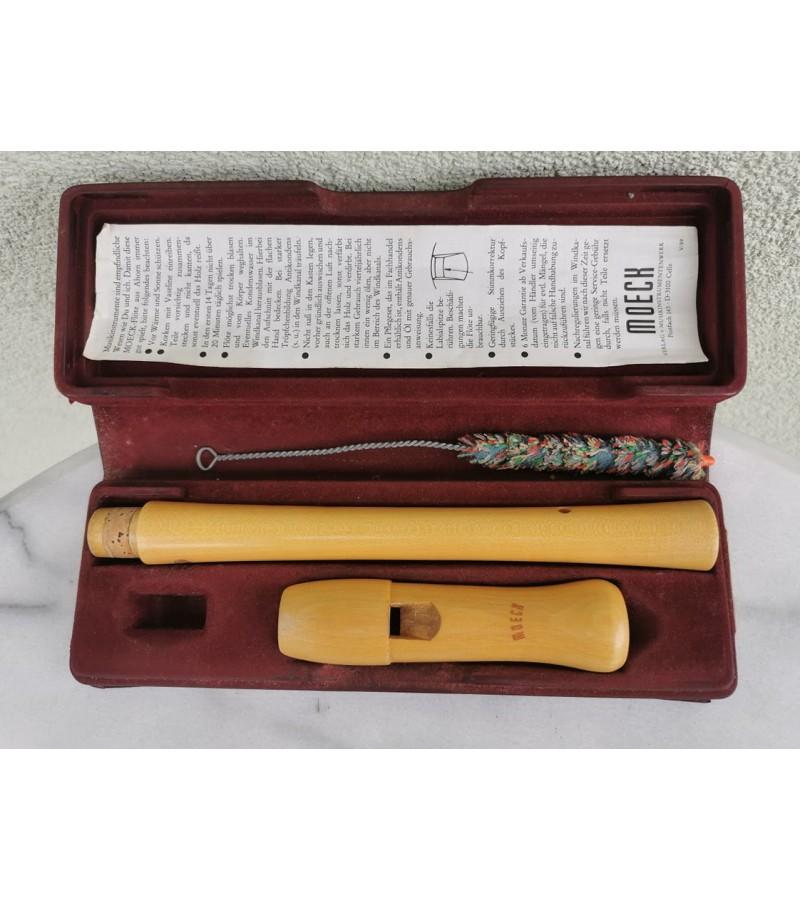 Dūdelė medinė dėžutėje. Kaina 18