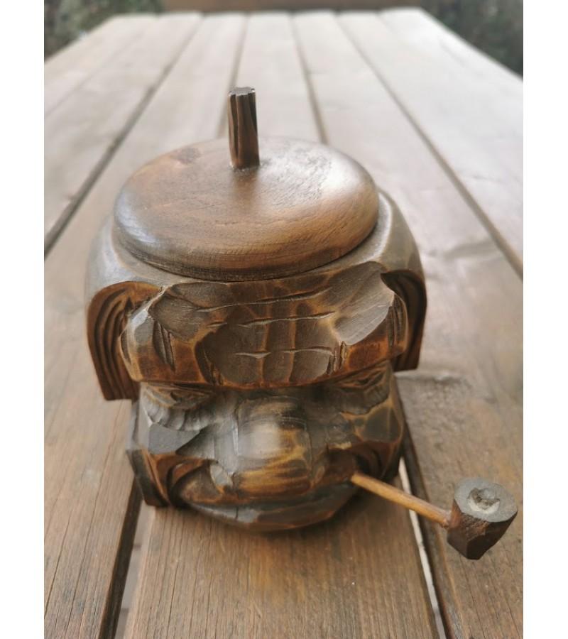 Dėžutė medinė. Galva su pypke. Kaina 13