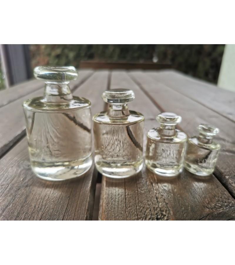 Svareliai stikliniai. 4 vnt.: 1 kg., 1/2 kg., 200 g., 100 g.  Kaina 43 už visus.