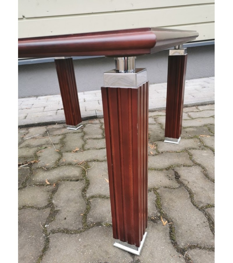 Stalas nedidelis. skandinaviškas. Medis, stiklas, metalas. Kaina 83