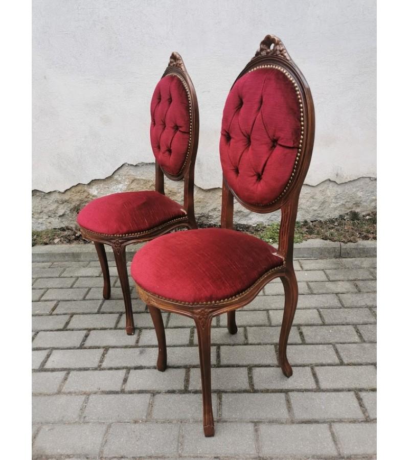Kėdės nedidelės. 2 vnt. Kaina 63 ir 83.
