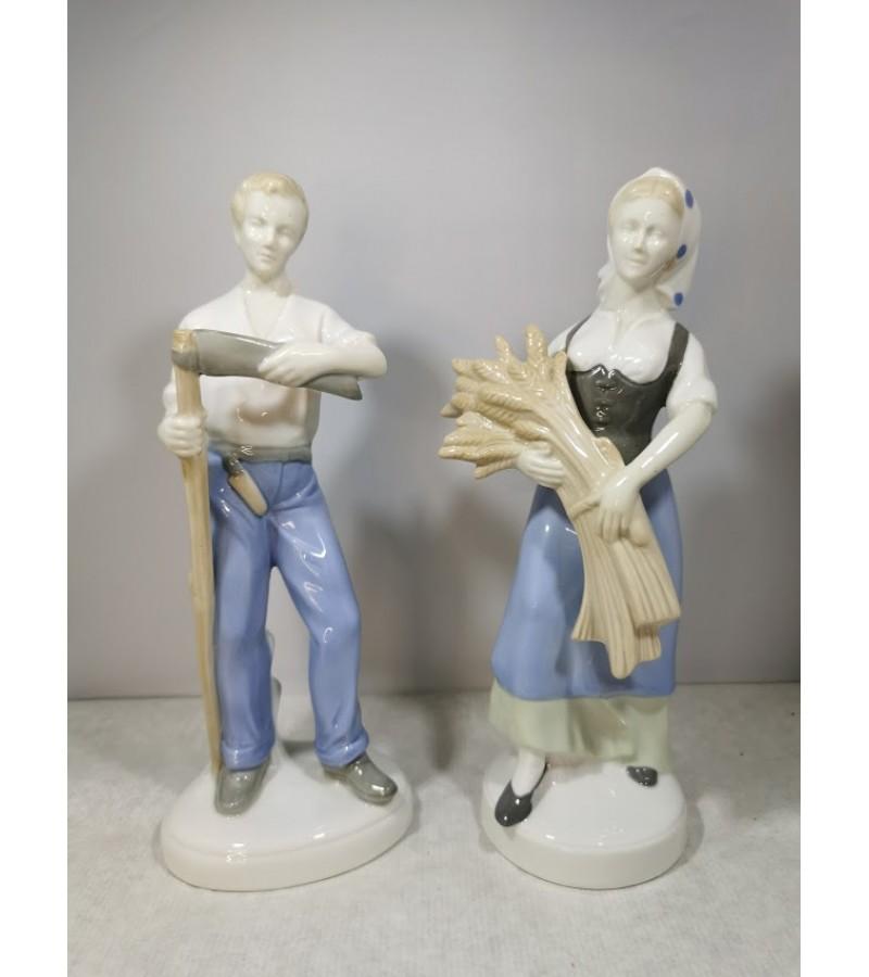 Statulėlės porcelianinės Žemdirbiai. Vokietija. GDR. Lippelsdorf 1951 - 1974 mark. Aukštis 24 cm. Kaina po 63