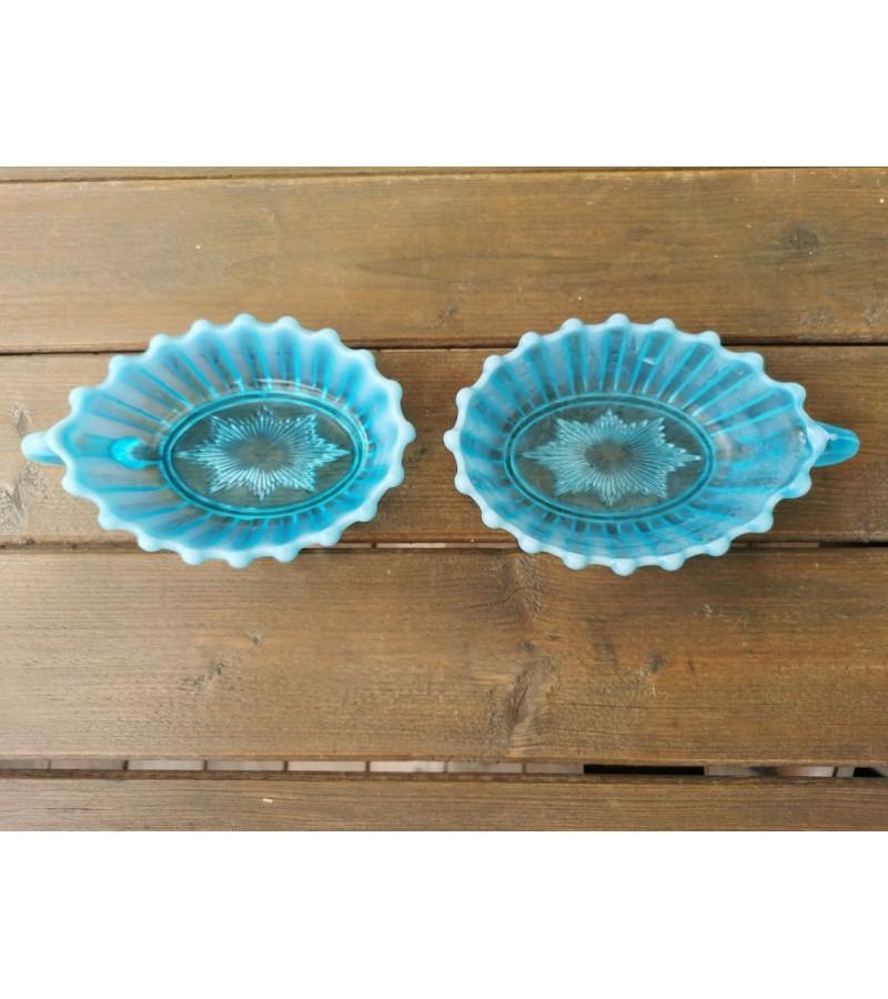 Indai su rankenėlėmis mėlyno stiklo, antikvariniai. 2 vnt. Kaina 18 už abu.
