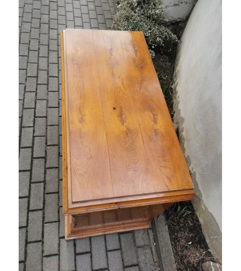 Komoda antikvarinė, medžio masyvo, stalčiai puošti lukštu. Kaina 287