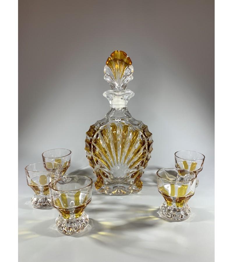 Grafinas su 5 taurelėmis, stikliukais, krištolinis, Art Deco stiliaus. Kaina 63 už viską.