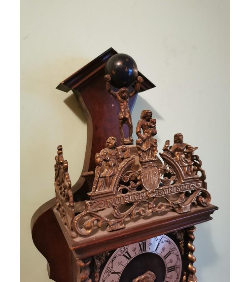 Laikrodis olandiškas, antikvarinio stiliaus. Veikiantis, patikrintas laikrodininko.