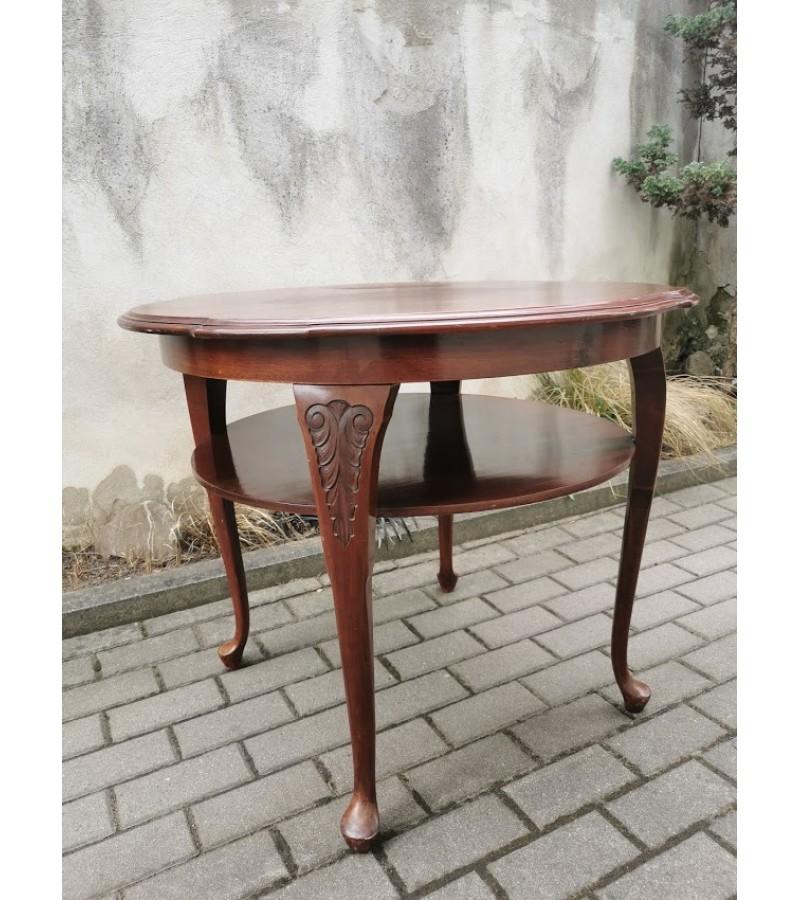 Stalas apvalus su lentynėle, antikvarinis. Kaina 107