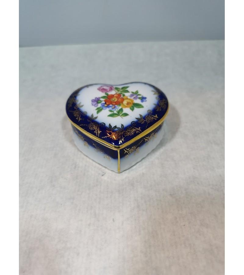 Dėžutė širdelė porcelianinė. Kaina 13